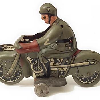 kienberger huki tin byke Vehrmacht soldier - Toys
