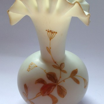 Victorian uranium ivory satin glass vase with enamelled decoration - Art Glass