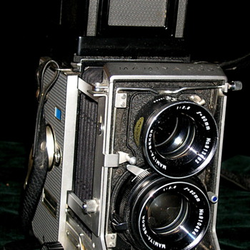 Mamiya C33 Professional is an interchangable lens TLR camera. - Cameras