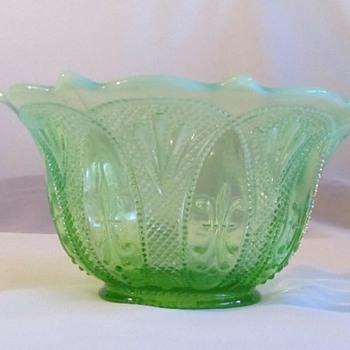 Fleur De Lis bowl....? - Glassware