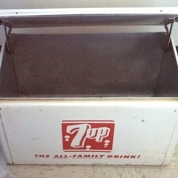7up metal cooler.