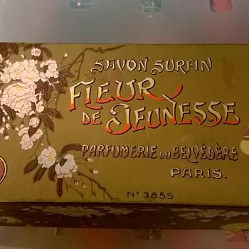 Savon Surfin Fleur de Jeunesse Parfumerie du Belvedere Paris Soap