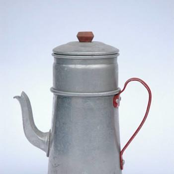ancienne caferiere de dinette en aluminium, vers 1950 - Kitchen