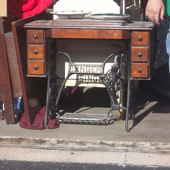 Singer table - Furniture