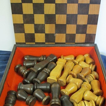 vintage Chess set ?