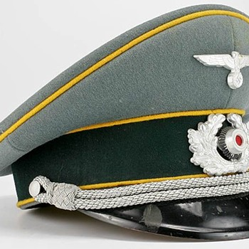 Third Reich Cavalry Officer's visor cap - Military and Wartime