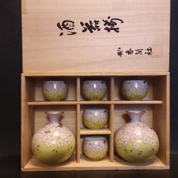Koransha sake set sold by the Matsuzakaya department store - Asian