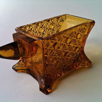 DAISY AND BUTTOM PATTERNED GLASS ANVIL OPEN SALT/TOOTHPICK HOLDER ANVIL SHAPED AMBER MARKED - Glassware
