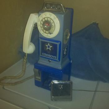 Dallas Cowboy payphone - Telephones