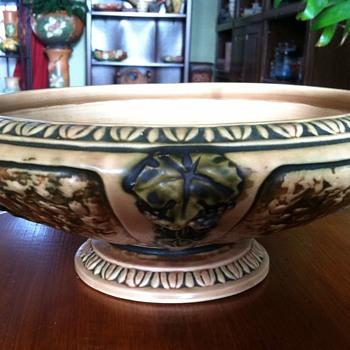 Roseville Florentine Console - Pottery