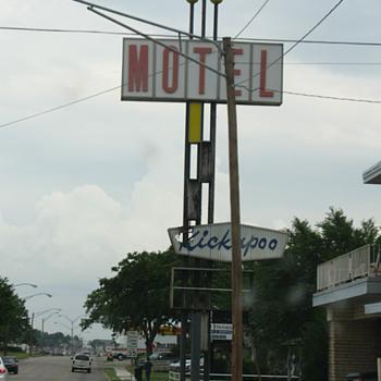 Kickapoo Motel in Shawnee, Oklahoma - Signs