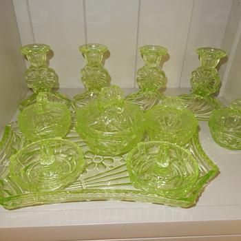 Sowerby Tynesyde Uranium Trinket Set - Art Deco