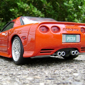 1 / 18 Scale Die Cast 2001 Corvette