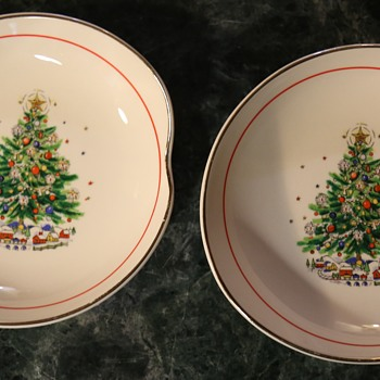 Happy Holidays!! 2 u!  2 little bowls for the holiday - 1966 - Christmas