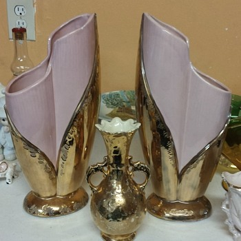 Pink vases and small gold vases - Pottery
