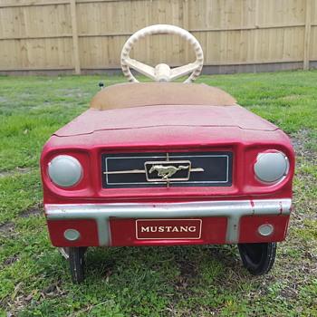 Vintage pedal car  - Model Cars