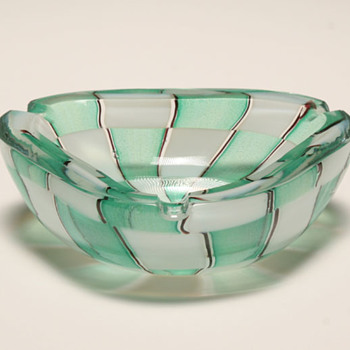MCM Art Glass Ashtrays From Humble to Spectacular For A Few Decades - Tobacciana
