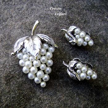 Trifari grape pearl brooch set - Costume Jewelry