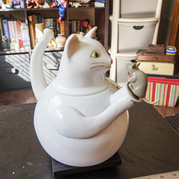 Cat & Mouse Tea Pot