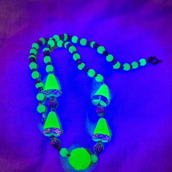 Vintage uranium glass bead necklace  - Costume Jewelry