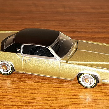 Auto World True 1/64 scale Luxuary Cruiser 1967 Cadillac Eldorado  - Model Cars