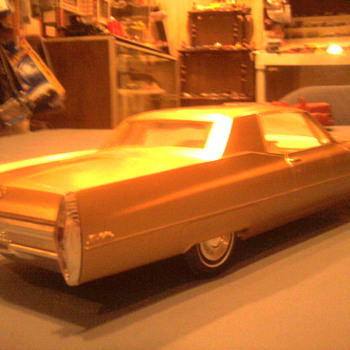 The pretty lines of mid 60's Cadillacs...