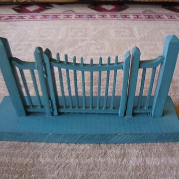 YARD FENCE GATE