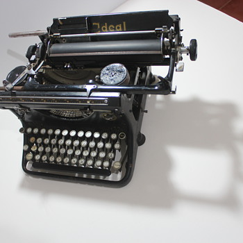 IDEAL Seidel and Naumann typerwriter