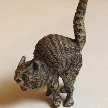 Antique hissing kitty - Victorian Era