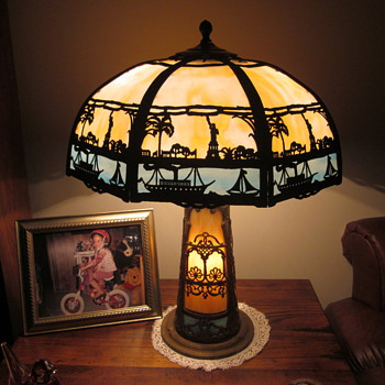 'Statue of Liberty' Miller Slag Glass Lamp with Lighted Base - Lamps