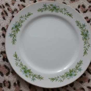 Garland of glory - China and Dinnerware