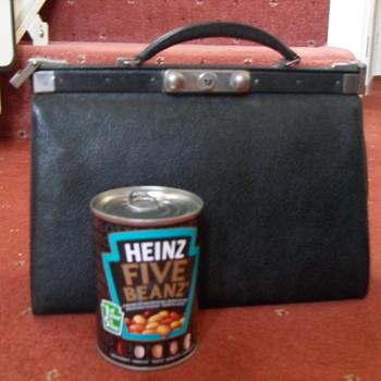 1930s Leather Gladstone type handbag