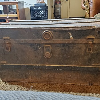 Old trunk I have no idea who made it - Furniture