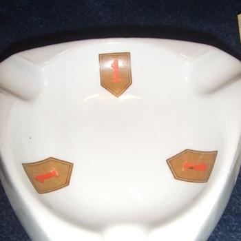 1st Infantry Division ashtray - Tobacciana