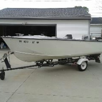 Boat  a 1958 Crestliner, 17' Flying Crest with Gator trailer with 1962 Evinrude Lark IV - Fishing