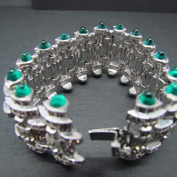 Vintage Silvertone Rhinestone & Bullet Cabochon Bracelet - Costume Jewelry