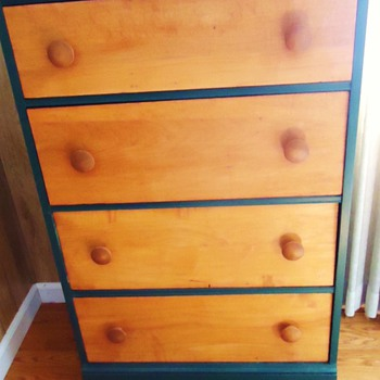 Maybe very old Child's Dresser,  not Shaker! but what style? - Furniture