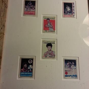 SIX VINTAGE BASKETBALL CARDS circa 1970 - 1973) - Basketball