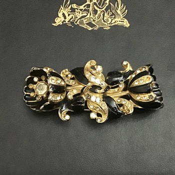 Lovely antique trembler camellia  - Costume Jewelry