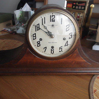 Vintage New Haven 8 day Pendulum Mantel Clock