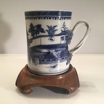 Chinese blue and white cylindrical mug circa 1800.