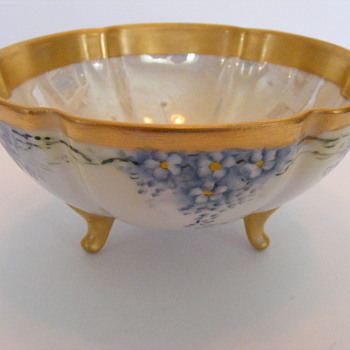 3 footed bowl - China and Dinnerware