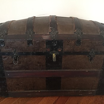Anyone know anything about this trunk? - Furniture