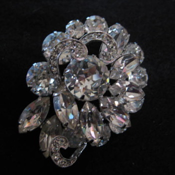 WEISS clear dome with ribbon brooch - Costume Jewelry
