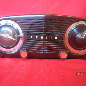 1952 Retro Atomic Age Dark Brown Zenith Bakelite Tube AM Clock Radio Model K-515 - Radios