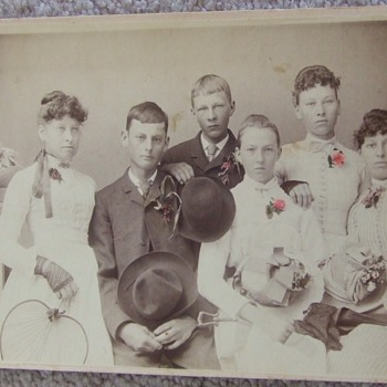 Cabinet card of young group with great tinting  - Photographs