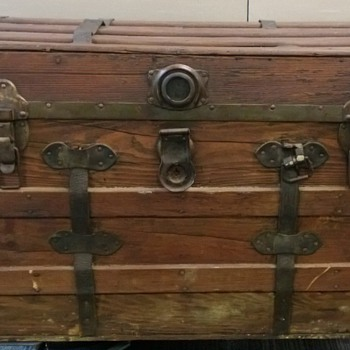 Craigslist Find and I'm in love with it but looking for info on it. - Furniture