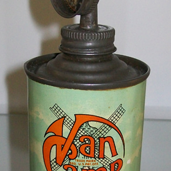 Van Camp oil can and others - Petroliana