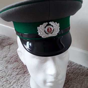 East German Border Guards Cap 1986 - Military and Wartime
