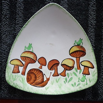 """Holland Mold Decorative Plate Triangle Design """"Frogs on Mushrooms"""" by, SUE  - Pottery"""